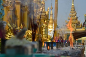 Offering at Schwedagon