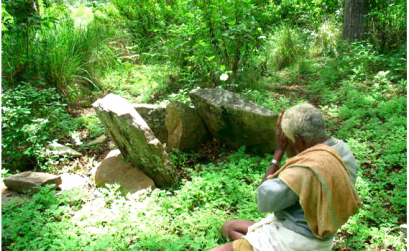 A Soliga man worships at a sacred site © Atree/Survival